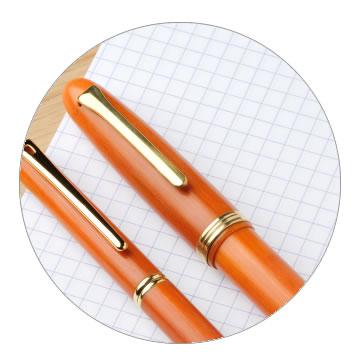 ベークライト製万年筆の特徴1 光沢感