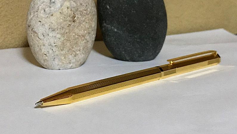 8角ゴールドボールペン 利用シーン