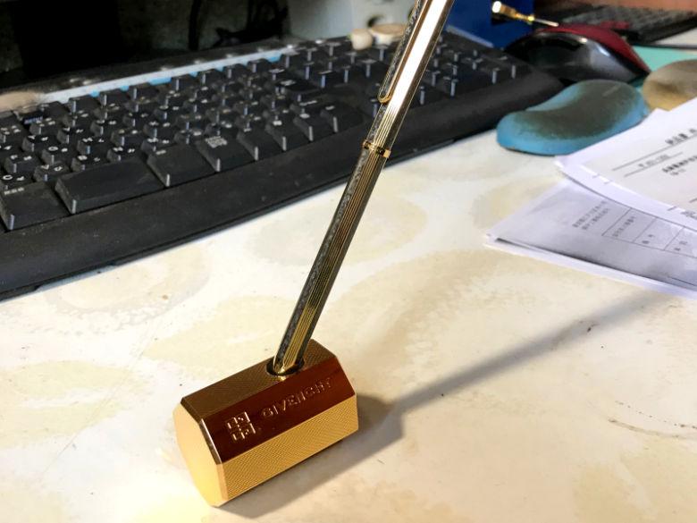 G8角ゴールドボールペン利用シーン
